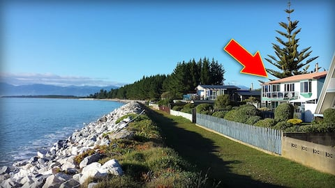 Ruby View, self contained & beachfront in Ruby Bay