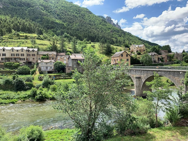 """Gîte """"Au pied du Tarn"""" - Les Vignes (48500)"""
