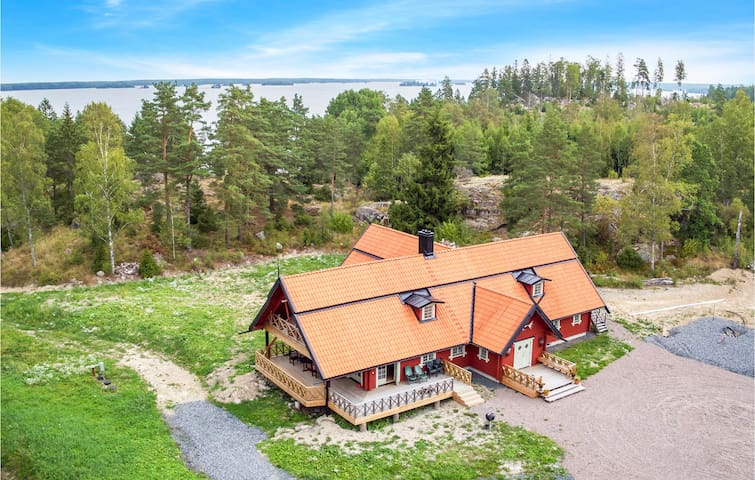 Holiday cottage with 5 bedrooms on 400m² in Västra Näshulta