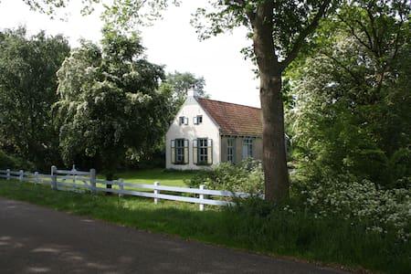 Huisje Mirns