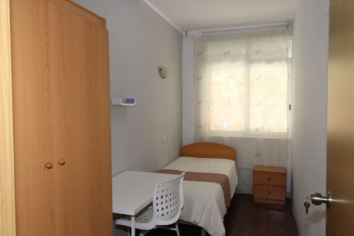 Habitación individual n°3, baño privado, Barcelona