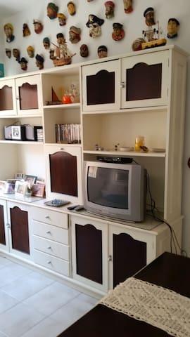 Apartamento aconchegante nas Astúrias, Guarujá, SP