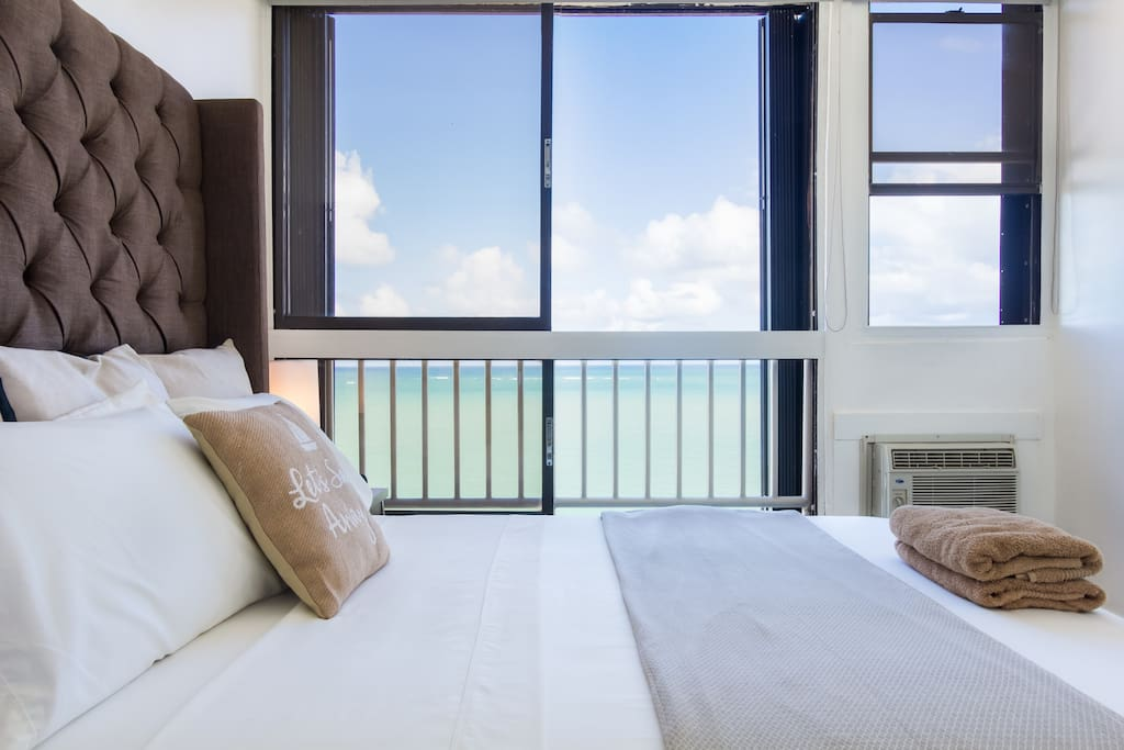 Queen size bed with ocean view
