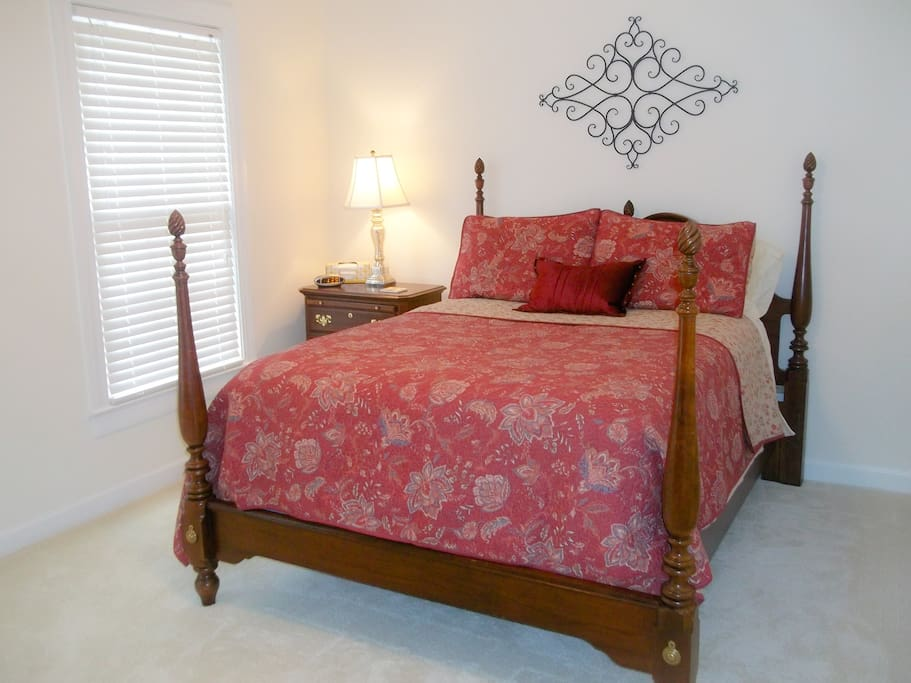Double bed in guest room