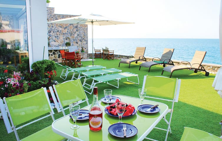 Holiday cottage with 3 bedrooms on 120 m² in Derveni Korinth Pelo.