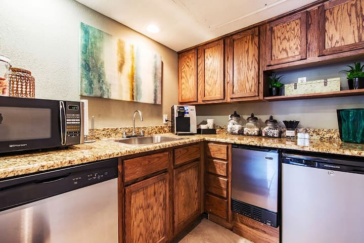 1BR oasis w/ pool, gym and more in Grapevine