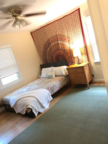 Cozy and Spacious Room in Homewood