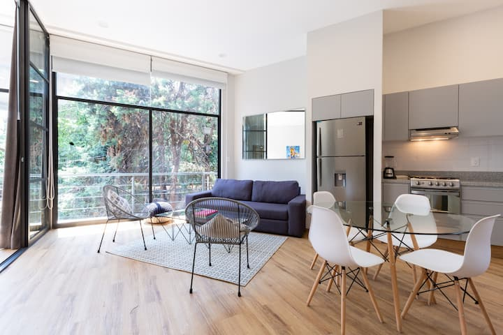 STYLISH LOFT,  near WTC  with roof top!