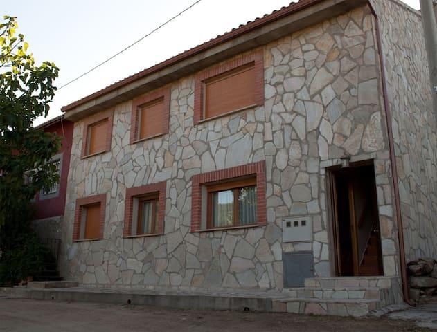 Casa rural en Valle Iruelas, a 200 m del Burguillo - Ávila - Vakantiewoning