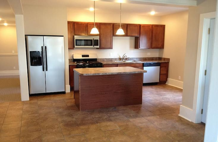 GRANDE'  ELITE'  - TWO BEDROOM LODGING - Alexandria Bay - Apartment