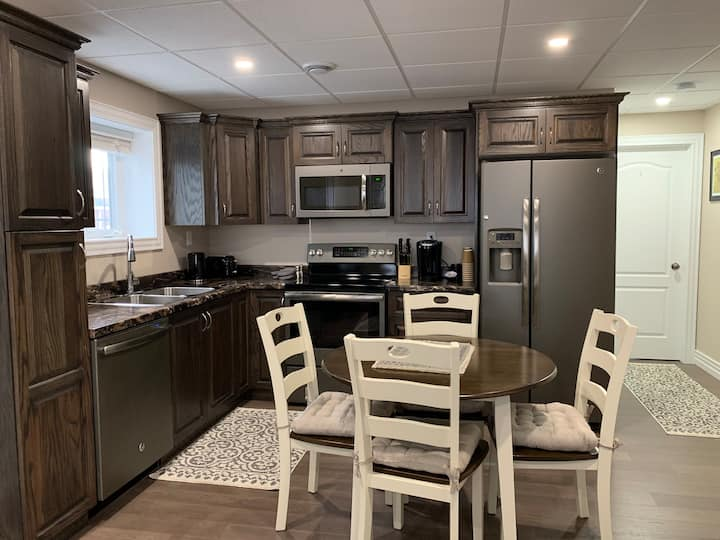 2 BR Suite On Snowmobile trail. 10 min to Airport