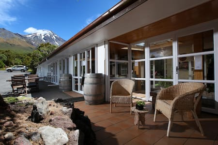 Dawson Falls Mountain Lodge - King Room - Egmont National Park - Allotjament sostenible a la natura