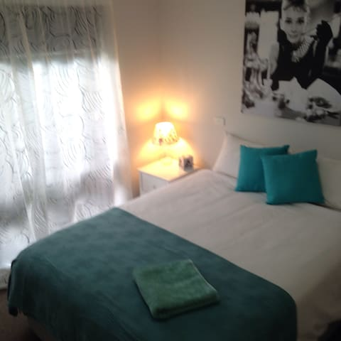 Queen room - Newly Refurbished, Close to CBD - Benalla - Dům