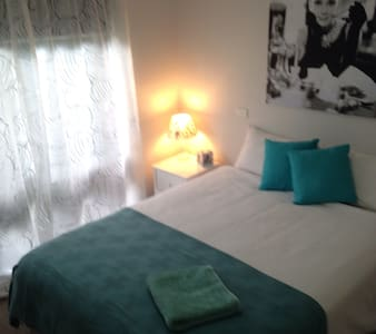 Queen room - Newly Refurbished, Close to CBD - Benalla