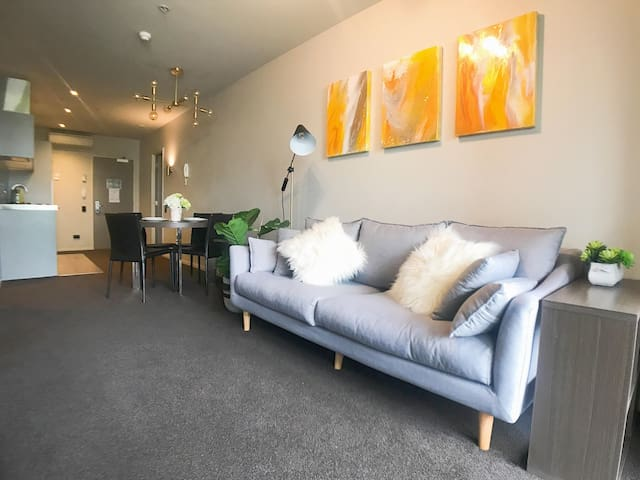 CBD Britomart 2 bedroom Modern Hotel Apartment!