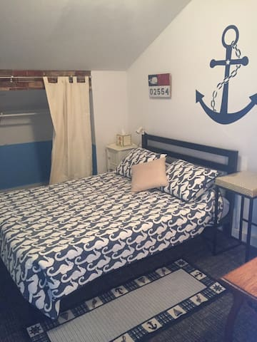 Charming Nantucket cottage great location  3person