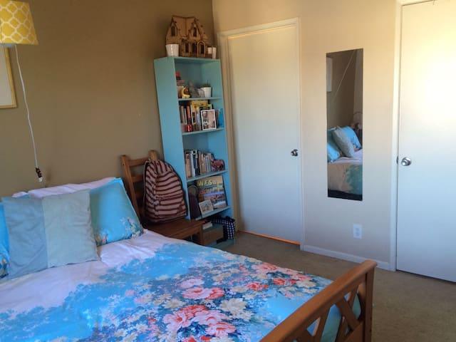 1 private bedroom, private bathroom - Los Angeles - Apartment