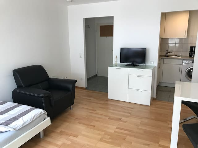 Very central Studio-Apartment, 5 min to city hall