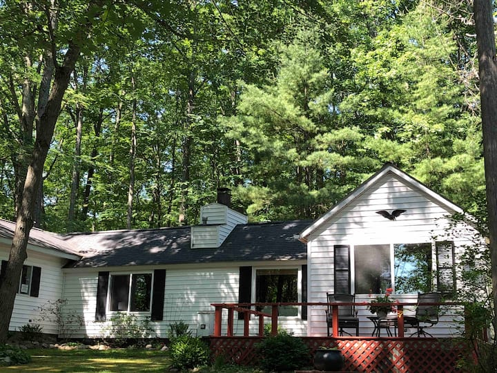 Hilltop Retreat - Summer Booking! Kayaks included