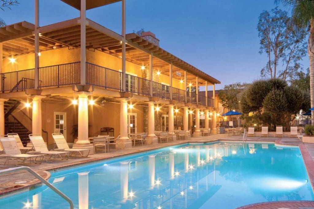 Dolphins cove resort 2 br resorts for rent in anaheim for King s fish house anaheim