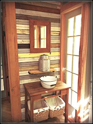 We provide a 3 gallon vessel of fresh water with an enamelware basin for face washing and teeth brushing. We also have a full private, dedicated marble bathroom a short walk from the treehouse.