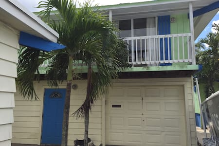 Private Bungalow Close to Beach - Delray Beach