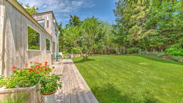 New Listing: Private Beach Access, Bright & Airy,  Close to Town