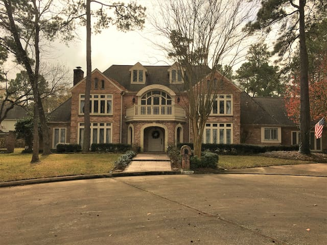 Spacious home, perfect for Super Bowl weekend!