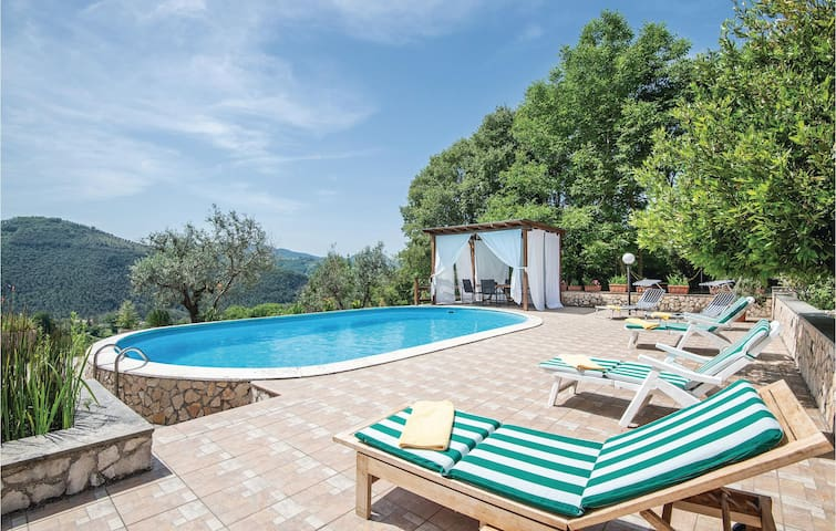 Holiday cottage with 4 bedrooms on 250m² in Salisano RI