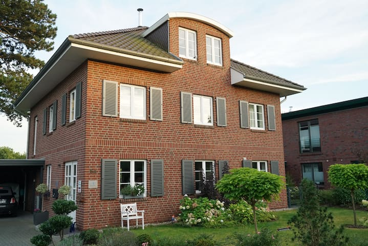 20qm-Stadtvilla-Zimmer in direkter Seelage - Plön - House