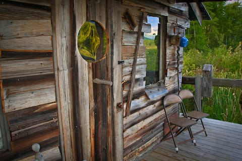 "The ""Bird House"" Cabin Retreat"
