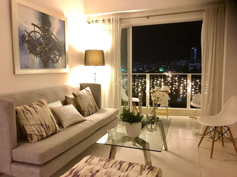LIVING WITH BALCONY AND BEAUTIFUL VIEW ON THE CITY
