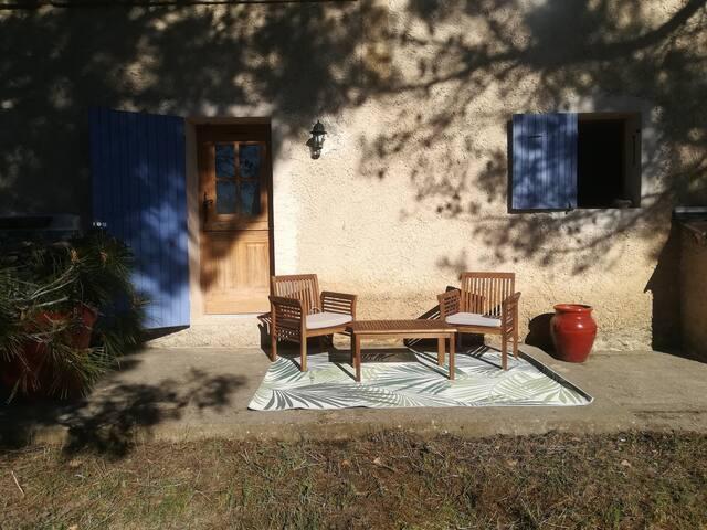 Joli studio dans villa, 20 min d'Aix en Provence