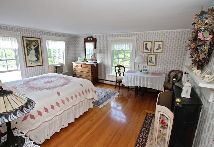 Maguire House Bed and Breakfast-Rose Room