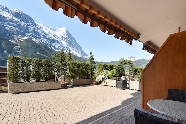 Studio Eigersunna with kingsize bed and terrace with mountain view in the heart of Grindelwald