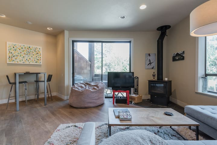 The living room, with hardwood floors, big windows with huge views of Squaw's famed KT22 lift, as well as Red Dog and Squaw Creek.