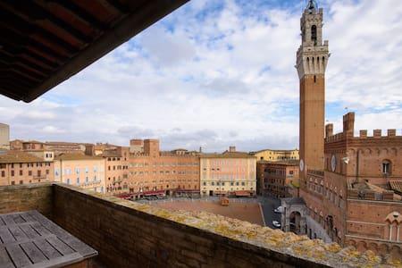 Appartamento Piazza del Campo Siena