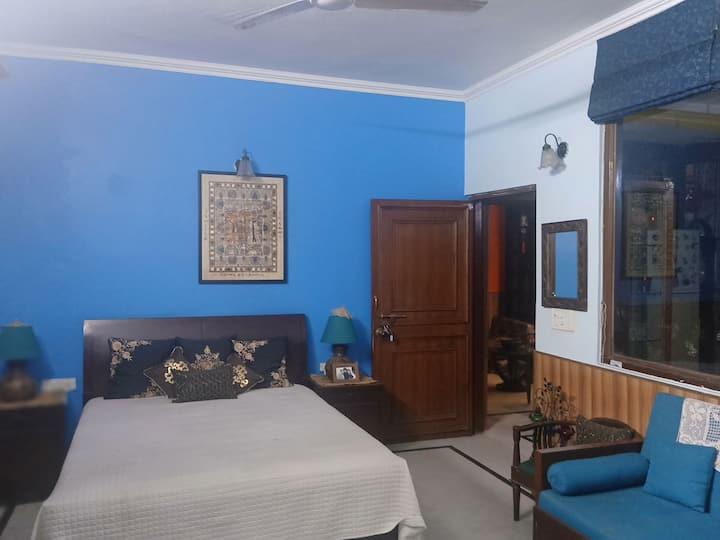'Mahua' Private room with bathtub+balcony+garden