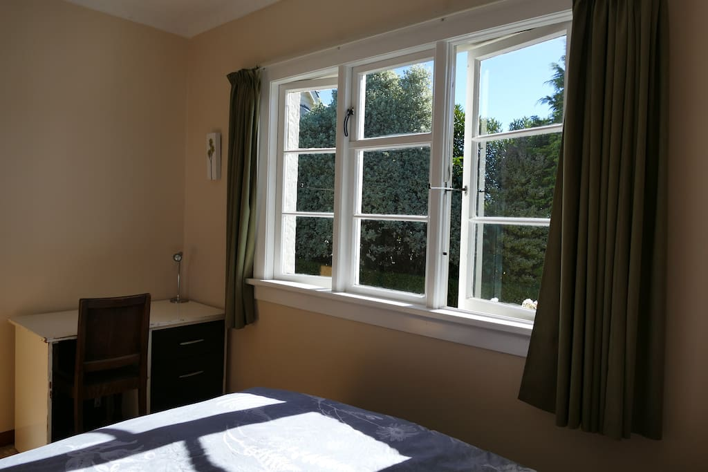 Sunny room with desk available
