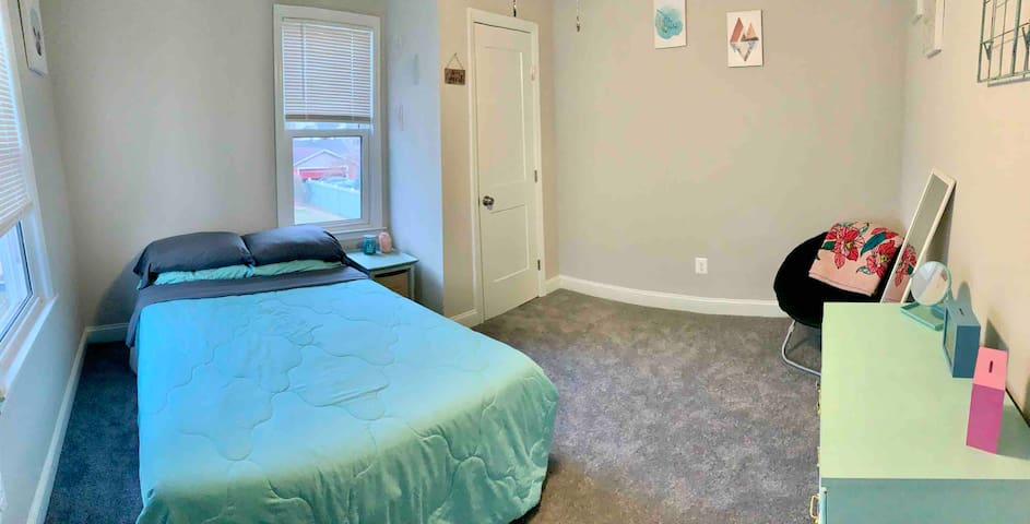 Modern Guest Room 13 Minutes From Stadiums