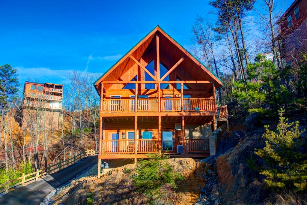 Poolin 39 Around Gorgeous Views Indoor Pool Cabins For Rent In Pigeon Forge Tennessee