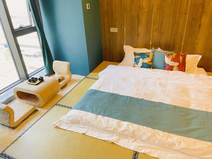 浮世绘無一物巨幕投影幕布浴缸大床房