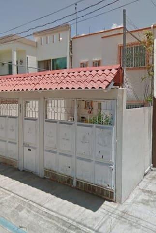 Casa en Irapuato 2 plantas 3 recámaras