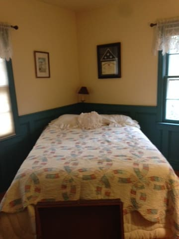 Private Bedroom & Bathroom Historic Stony Brook