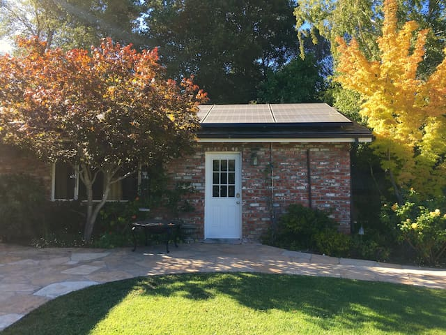 Private guesthouse in between Palo Alto & SF - Hillsborough - Konukevi