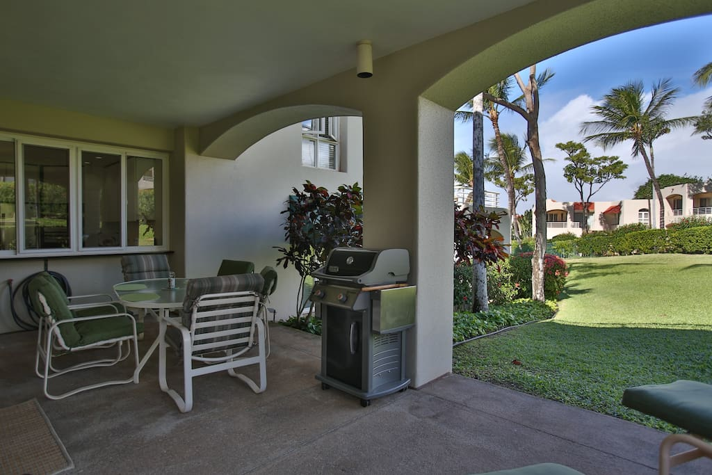 Very Large Lanai Leads out to Private Greenbelt