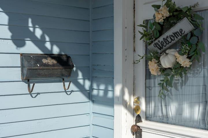 Entrance to the Bourbon Cottage