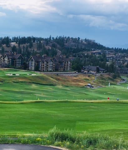 PREDATOR RIDGE GOLF RESORT or OKANAGAN LAKE