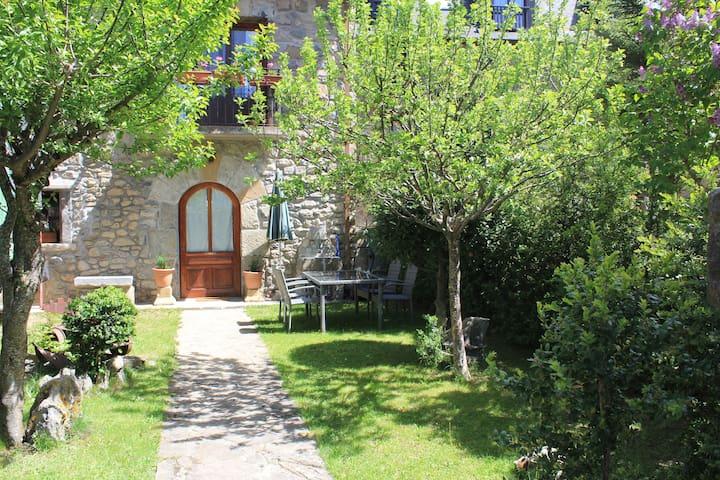 Apartamento nuevo con jardín 5pax ValledeTena