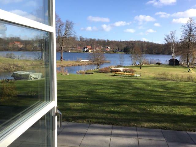 Lake view, garden access, close to Copenhagen